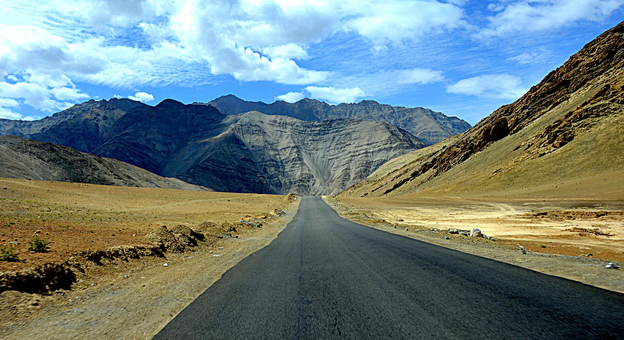 7 Reasons To Visit Leh Ladakh – Pack Your Bags Now!